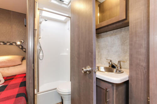 Four Seasons RV Rentals - Class C X-Large Motorhome | Bathroom