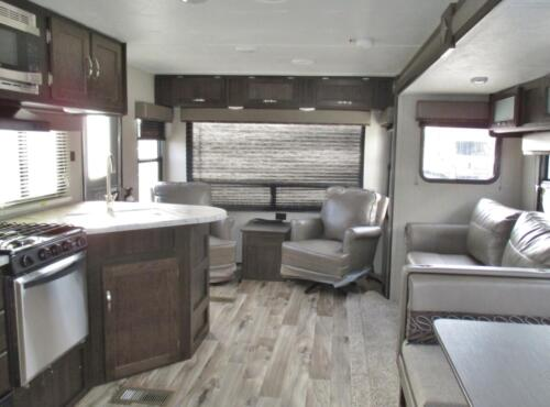 Four Seasons RV Rentals - Travel Trailer 27'
