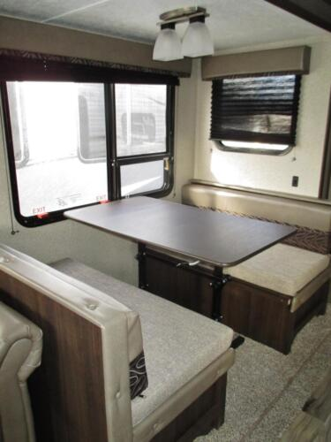Four Seasons RV Rentals - Travel Trailer 27' | Dinette